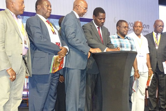 Governors signing a Peace Pledge